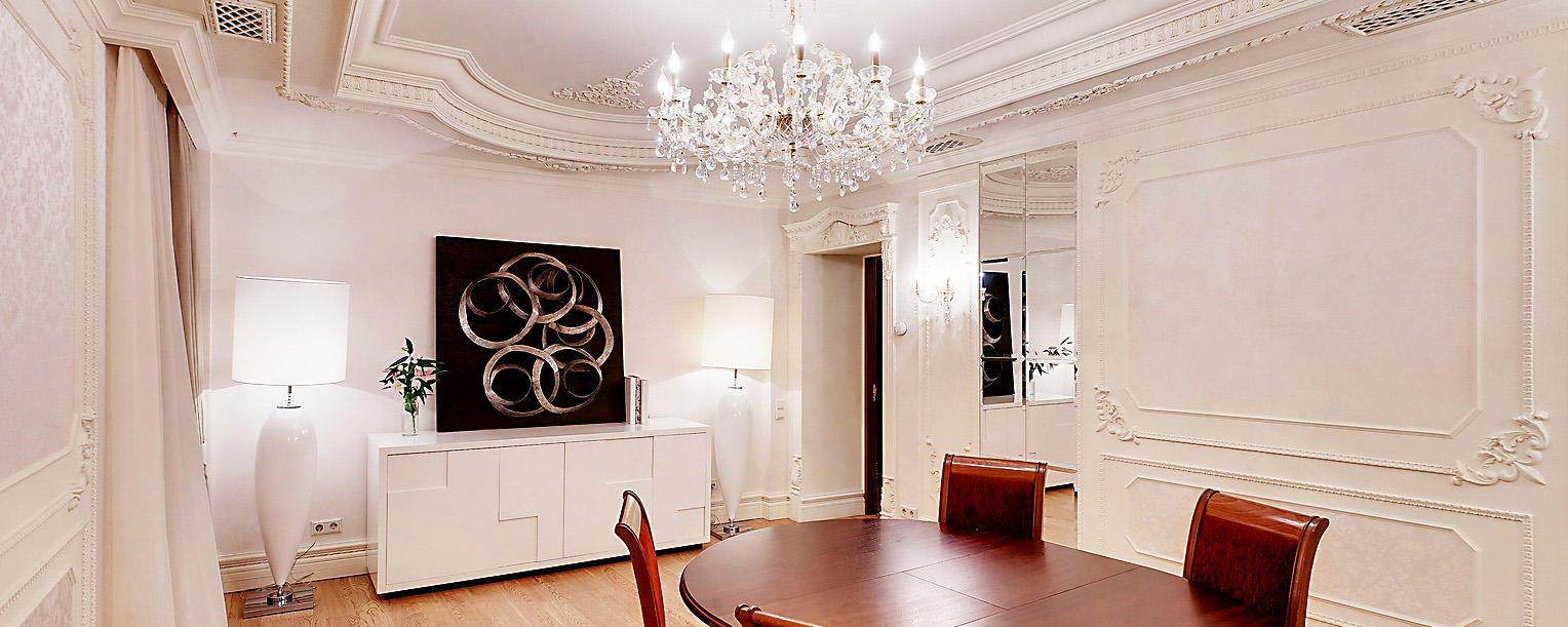 Молдинги и орнаменты придают отличный декор для стен.
